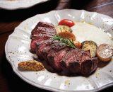 오감을 사로잡는 고기 요리의 향연