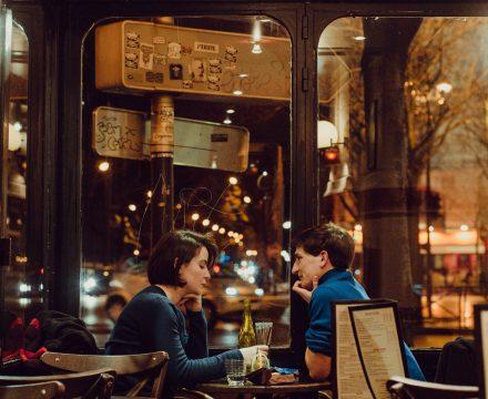 첫 데이트, 상대를 설레게 하는 사소한 행동 5가지