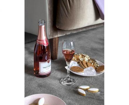 로맨틱 지수 높여줄 핑크빛 로제 와인 5